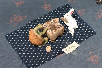兎と亀の置物