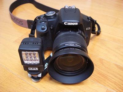 カメラに装着したライト
