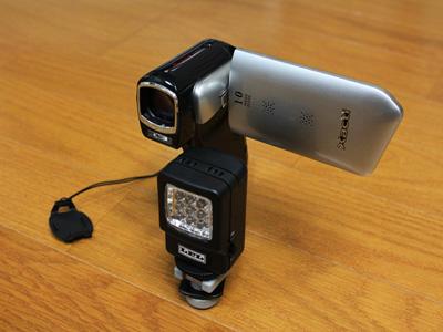 ムービーカメラに装着したライト